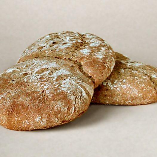 Dall'antico forno esce  il vero pane  del contadino